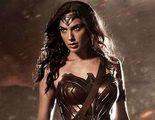 Gal Gadot bromea con Jimmy Kimmel sobre lo estrecho y corto que es el traje de Wonder Woman