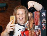 La figura de acción de la Chewbacca Mom viene con su risa incluida