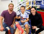Thor y Loki visitan un hospital infantil durante el rodaje de 'Thor: Ragnarok'