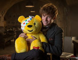 'Animales fantásticos': Eddie Redmayne se viste de Newt Scamander por una causa benéfica