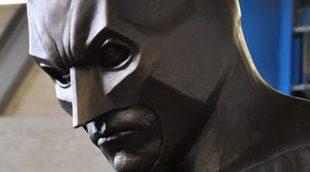 Detrás de las cámaras de la estatua de Batman en 'El caballero oscuro: la leyenda renace'