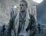 'Rey Arturo: La leyenda de la espada': Charlie Hunnam se prepara para la batalla en el nuevo tráiler