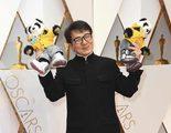 Oscar 2017: Jackie Chan llevó dos osos panda de acompañantes a la alfombra roja