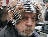Mark Hamill descubre el lado oscuro del tinte y protagoniza estos locos memes de 'Star Wars' con su foto en la peluquería