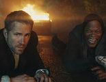 'The Hitman's Bodyguard': Samuel L. Jackson y Ryan Reynold trolean al Fyre Festival con las nuevas promos