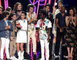Los repartos de 'Stranger Things' y 'Por trece razones', juntos en los MTV Awards