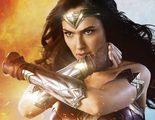 Supergirl, Lynda Carter y Teri Hatcher promocionan así 'Wonder Woman'