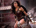 Un cine regala productos de limpieza y panfletos dietéticos en un pase para mujeres de 'Wonder Woman'