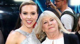 Scarlett cumple su promesa con la abuela Geraldine, su doble