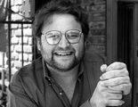 Muere Stephen Furst, Flounder en 'Desmadre a la americana', a los 63 años