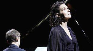 Juliette Binoche triunfa en Perelada cantando a Barbara