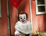 'It': Un adolescente convierte a su hermano pequeño en Pennywise en estas aterradoras fotos