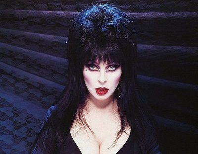 Todo Sobre Elvira El Icono Gótico Interpretado Por Cassandra