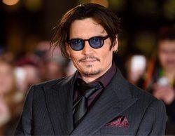 Johnny Depp continúa con su descenso personal y demanda a su abogado
