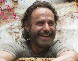 El reparto de 'The Walking Dead' se reúne con ex actores de la serie para celebrar el episodio 100