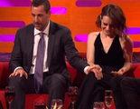 Adam Sandler, criticado por tocar a Claire Foy ('The Crown') en una entrevista