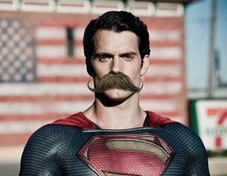 Internet se burla del no-bigote de Henry Cavill en 'Liga de la Justicia'