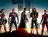 El póster de 'Liga de la Justicia' matando a superhéroes de Marvel que un fan chino ha colado en los cines