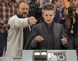 Los fans de 'Star Wars' dejan botellas de Coca Cola en Lucasfilm para rendir homenaje a Carrie Fisher