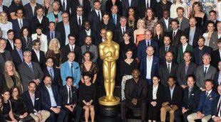 Foto de familia de los nominados a los Oscar 2018 y un cartón