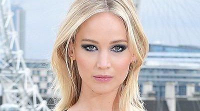 Jennifer Lawrence reacciona a la controversia generada por escotado vestido
