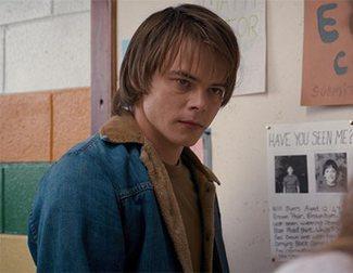 Charlie Heaton seguirá en 'Stranger Things' pese a su incidente con las drogas