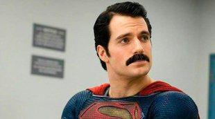 Zack Snyder se burla de la eliminación por CGI del bigote de Henry Cavill