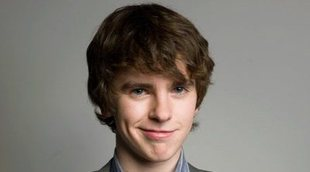 No pierdas de vista a Freddie Highmore