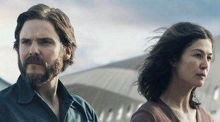 Clip exclusivo de '7 días en Entebbe' con Daniel Brühl y Rosamund Pike