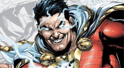 Primera imagen de Zachary Levi con el traje de 'Shazam'