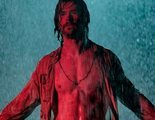 Chris Hemsworth enseña torso desnudo bajo la lluvia en la primera foto de 'Bad Times at the El Royale'
