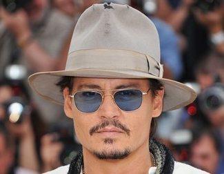 Esta es la verdadera razón por la que Johnny Depp usa pinganillo en los rodajes
