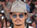Johnny Depp lleva pinganillo en el set de rodaje para ayudarle a actuar con su mirada