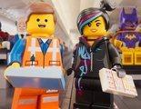 Los personajes de 'La LEGO Película 2' protagonizan el nuevo video de instrucciones de seguridad en un avión