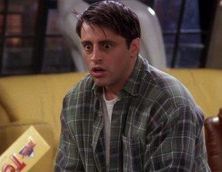 ¿Qué está cocinando Joey en esta escena de 'Friends'?