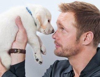 Así de bien se lo pasan los actores con estos adorables cachorros