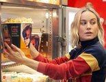 'Capitana Marvel': Brie Larson sorprende en un cine con su chandal de Capitana y sirviendo palomitas