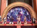 Los Vengadores originales marcan sus huellas en el Teatro Chino de Hollywood