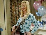 Cómo el embarazo de Lisa Kudrow se coló en 'Friends' y otras curiosidades de la actriz más allá de Phoebe