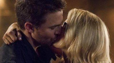 """Oliver y Felicity buscan una """"vida normal"""" en esta escena eliminada"""