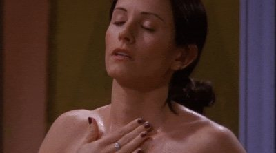 """El creador de 'Friends' revela la trama de Monica que la cadena quiso censurar por """"no ser apropiada"""""""