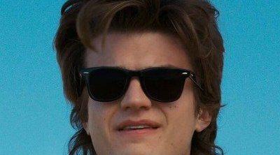 Joe Keery (Steve en 'Stranger Things') se ha cortado su icónica melena y su nuevo look te va a traumatizar