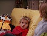 Cole Sprouse y su peluche Abracín celebran el 25 aniversario de 'Friends'
