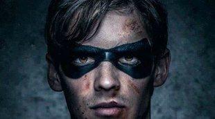 Brenton Thwaites en el rodaje de 'Titanes' como Nightwing
