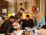 ¿Qué es esa mancha blanca de la famosa imagen de la reunión de 'Friends'? No lo que estáis pensando