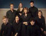 El creador de 'La casa de las flores' se viene a España, se pasa al thriller y ficha a Carmen Maura