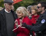 Jane Fonda gana un BAFTA y lo agradece mientras es detenida por la policía