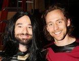 Tom Hiddleston y Charlie Cox se disfrazan de Daredevil y Loki para celebrar Halloween con sus fans