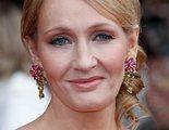 J.K. Rowling se mete en otro jardín en Twitter por apoyar a una mujer despedida por tuits tránsfobos
