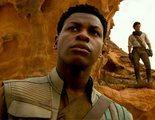 John Boyega celebra el Año Nuevo peleándose con fans de 'Star Wars' por los romances de la saga